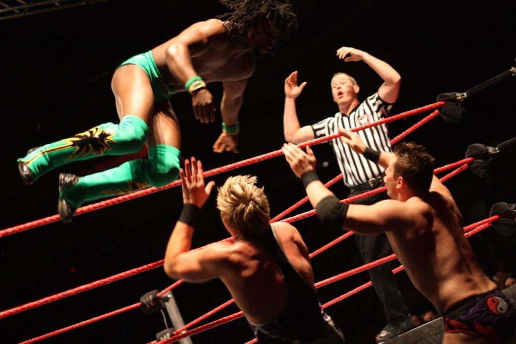 WWE SmackDown : Becky Lynch, Charlotte Flair et Asuka signent un contrat avec TLC